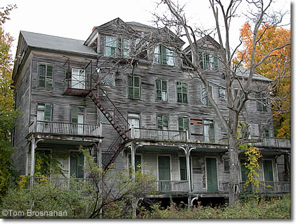 Walloomsac inn bennington vermont for Cost of building a house in vermont